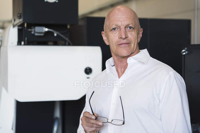 Man standing in factory — Stock Photo