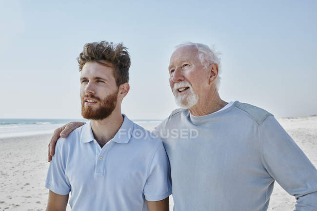 Senior man with adult son — Stock Photo