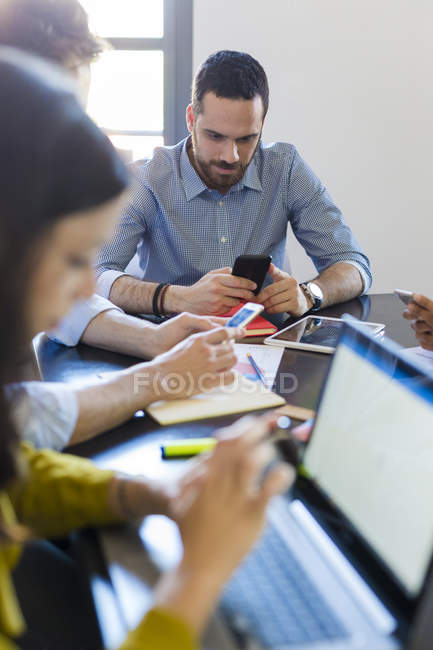 Business people using cell phones — Stock Photo