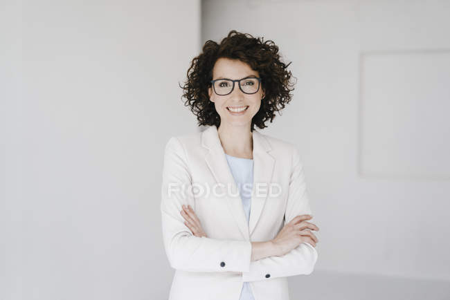 Businesswoman looking confident with crossed hands — Stock Photo