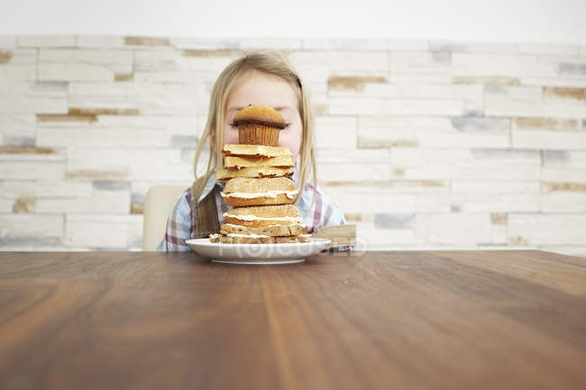 Girl behind stack of pancakes — Stock Photo