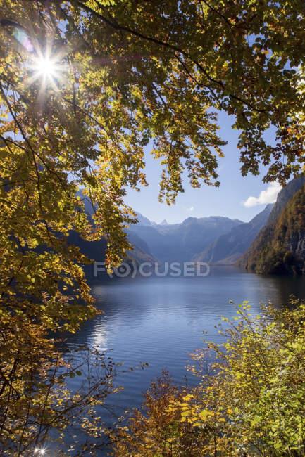 Lac Koenigssee à l'automne — Photo de stock