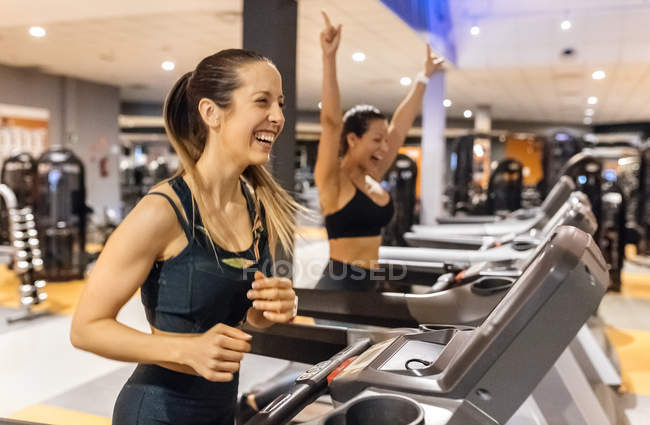 Women working out on treadmills in gym — Stock Photo