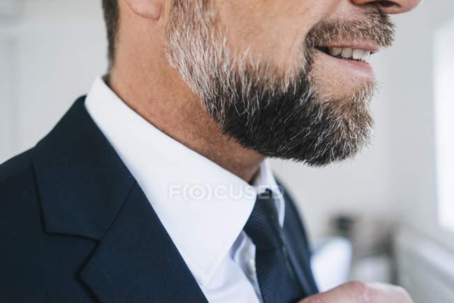 Homme d'affaires portant costume et cravate — Photo de stock