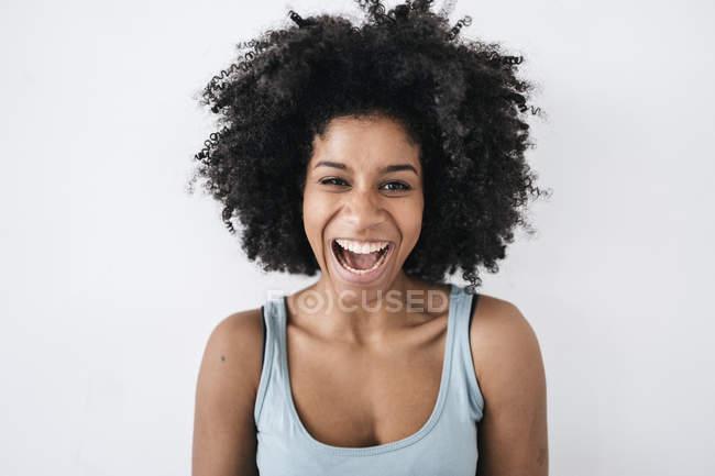 Feliz jovem mulher — Fotografia de Stock