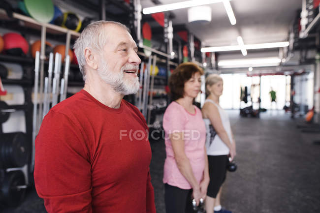 Seniors working out with kettlebells — Stock Photo