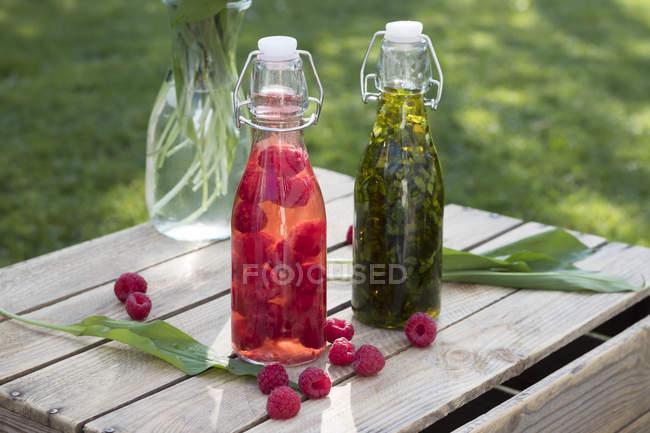 Glasflaschen von frischen bevereges — Stockfoto