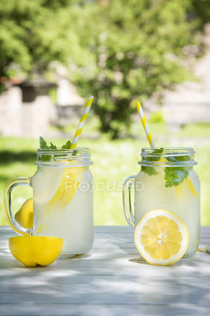 Two glasses of cooled lemonade — Stock Photo