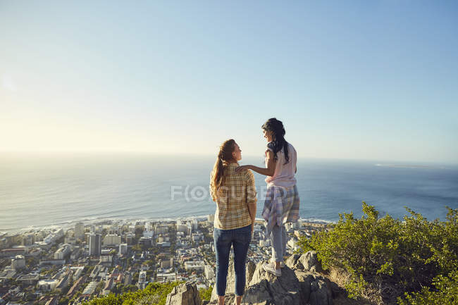 Women overlooking city and sea — Stock Photo