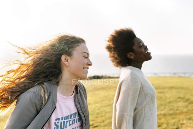 Freunde, spaß im freien — Stockfoto