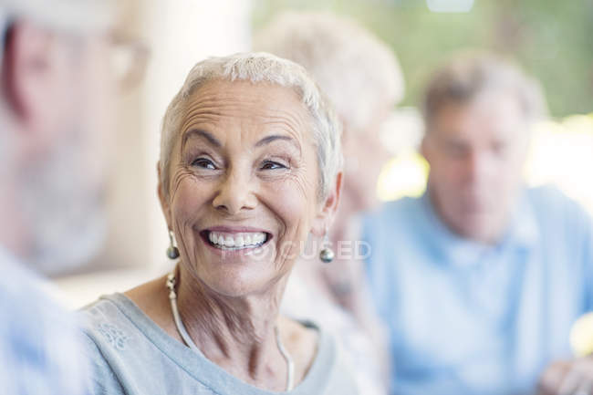Mulher idosa sorridente — Fotografia de Stock
