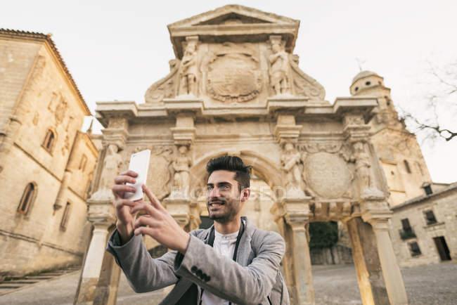 Mann nehmen Selfie mit smartphone — Stockfoto
