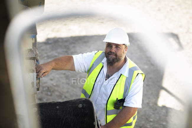 Quarry worker looking at camera — Stock Photo