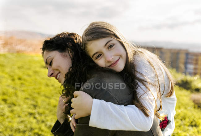Mother carrying daughter — Stock Photo