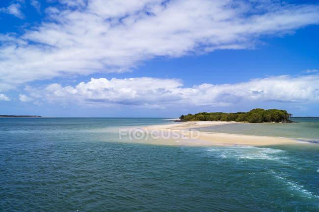 Australia, Queensland, small island between Mackay and Sunshine Coast — Stock Photo