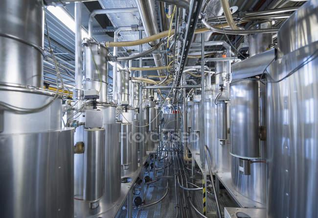 Sección de moldeo en una fábrica en el interior - foto de stock