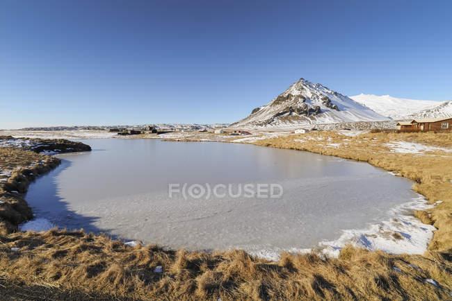 Lago ghiacciato a Arnarstapi — Foto stock