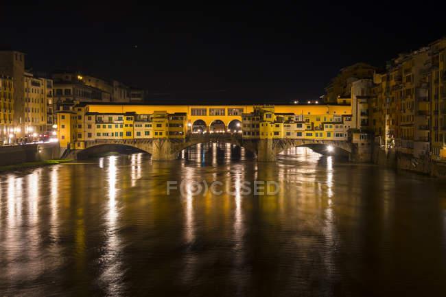 Понте Веккьо ночью, Флоренция — стоковое фото