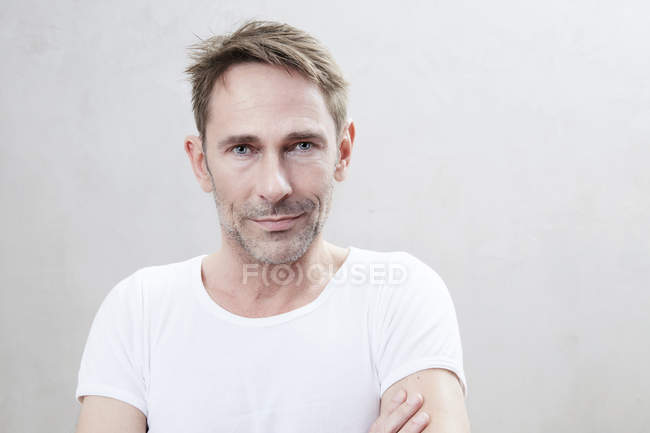 Mature man standing — Stock Photo