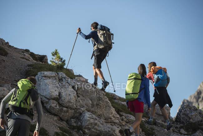 Friends trekking in mountains — Stock Photo