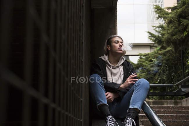 Man smoking cigarette — Stock Photo