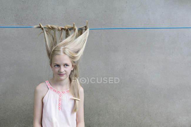 Блондинка, плачущая Хайр — стоковое фото