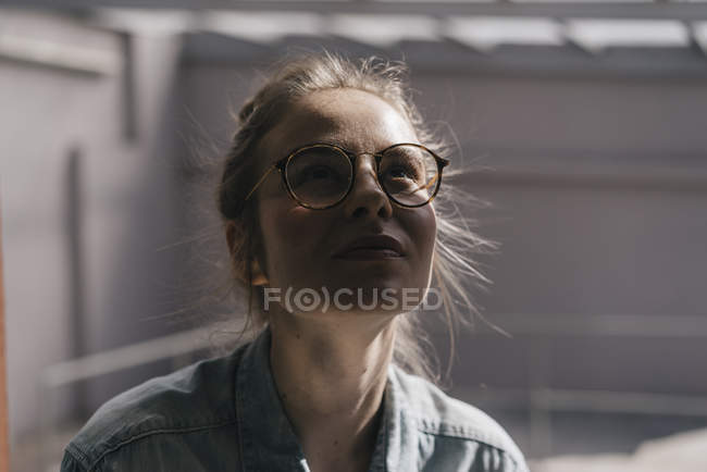 Woman with glasses looking up — Stock Photo