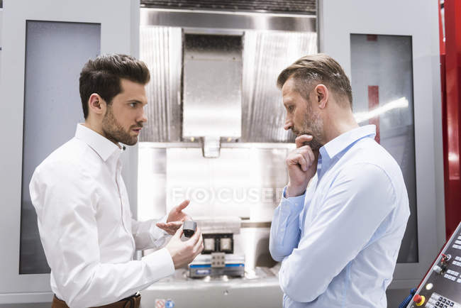 Men discussing product — Stock Photo
