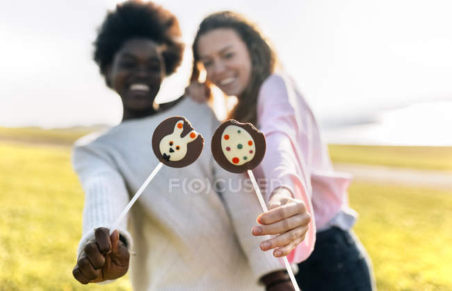 Friends holding Easter chocolates — Stock Photo