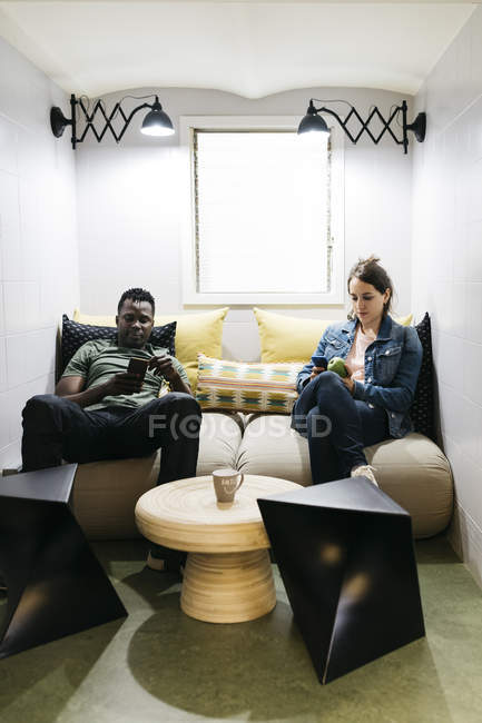 Two young professionals taking break — Stock Photo