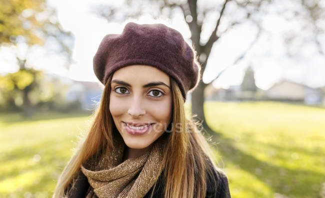 Young woman wearing beret — Stock Photo