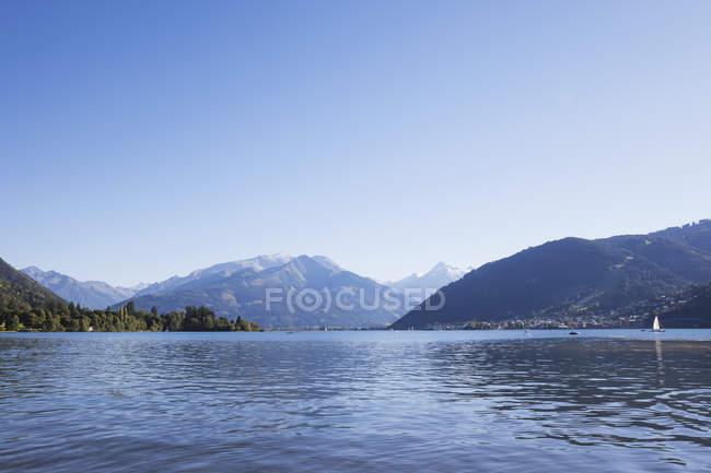 Panorama de lago y montaña de Zell - foto de stock