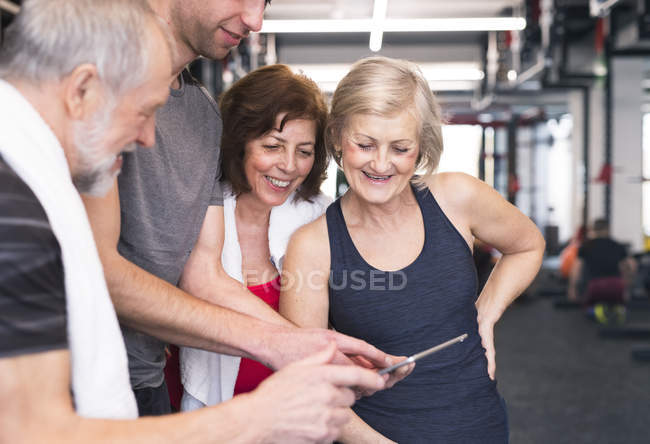 Fit seniors looking at tablet — Stock Photo