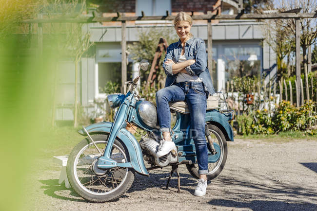 Woman with vintage motorcycle — Stock Photo
