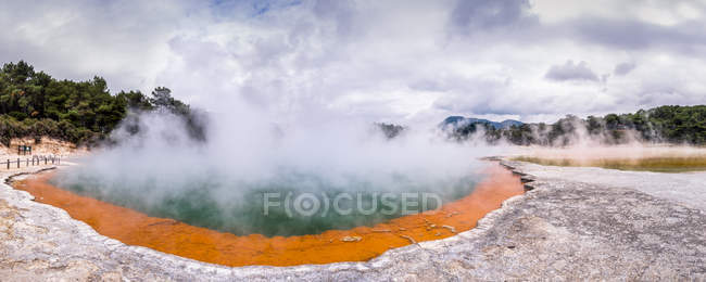 New Zealand, Rotorua, Wai-O-Tapu Thermal Wonderland, Champagne Pool — Stock Photo