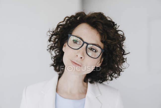 Бізнес-леді в окулярах — стокове фото