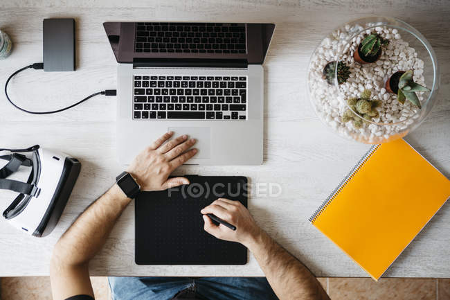 Man working with graphics tablet — Stock Photo