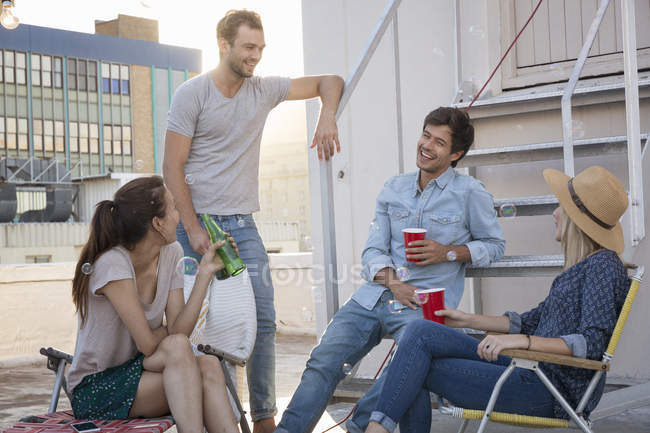 Friends drinking beverages — Stock Photo
