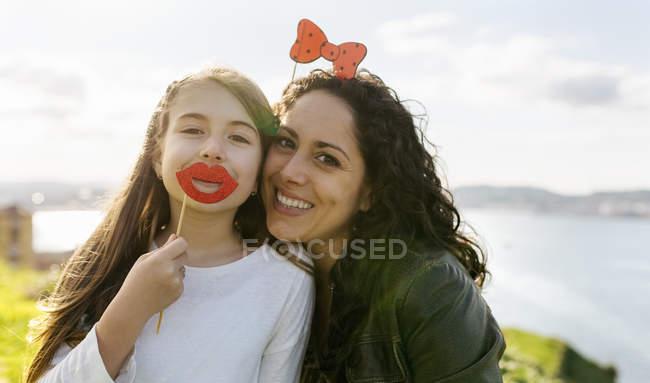 Mère et fille s'amuser — Photo de stock