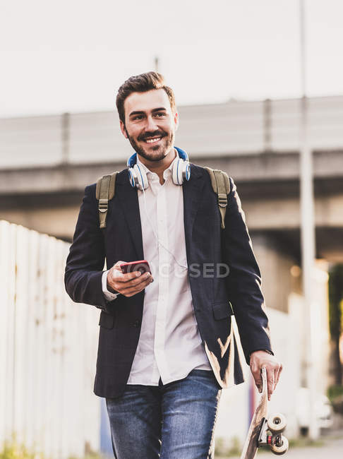 Man on move holding cell phone — Stock Photo