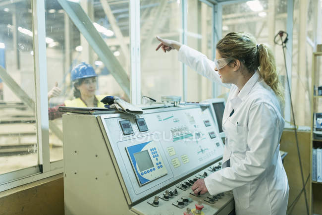 Female colleagues working at control panel — Stock Photo