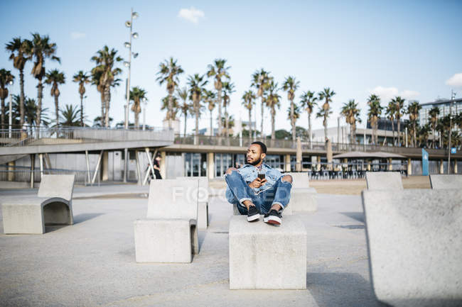 Spain, Barcelona. Young traveler sitting relaxed, enjoying the city. — Stock Photo