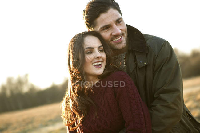 Young attractive caucasian couple hugging together at nature — Stock Photo