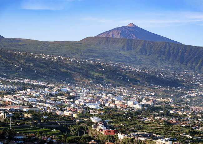 Spain, Tenerife, Orotava Valley and Pico del Teide in sunny weather — Stock Photo