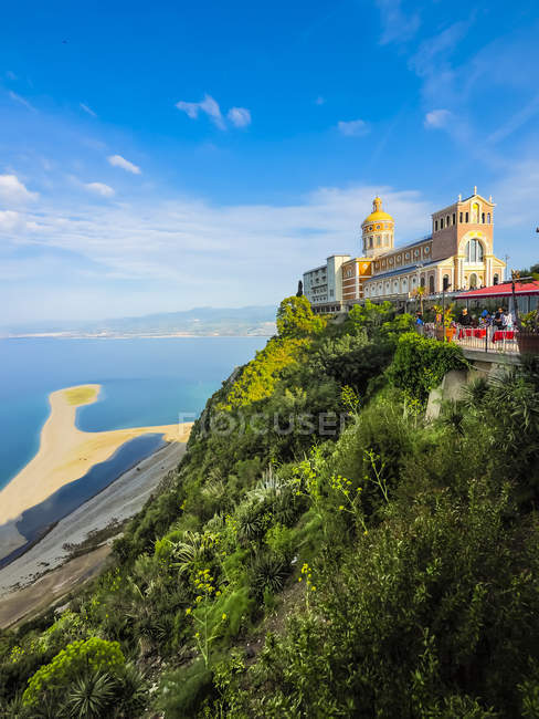 View of old house on hill over water during daytime, Italy — Stock Photo