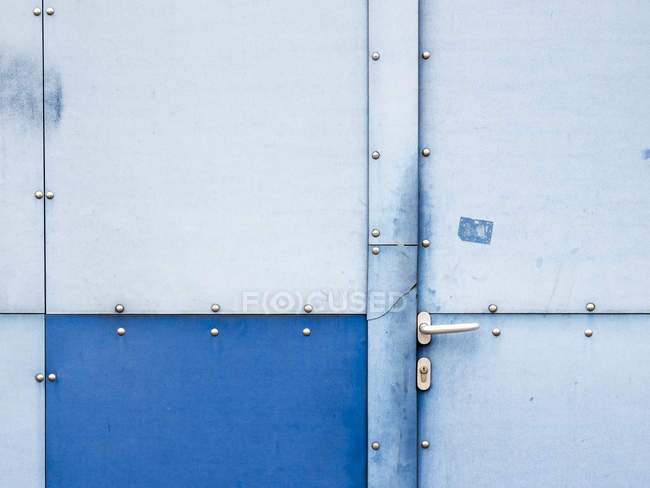 View of metal and wooden door in white and blue colors — Stock Photo