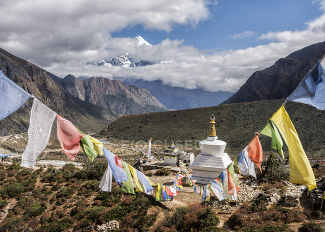 Stupa sanctuary with prayer flags in Himalayas, Nepal — Stock Photo