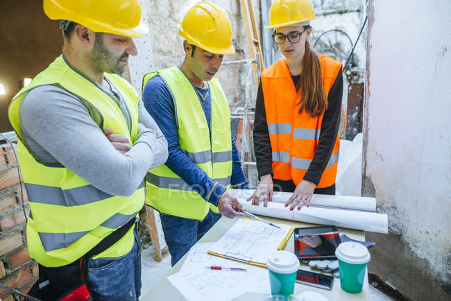 Group of workers talking about the project. — Stock Photo