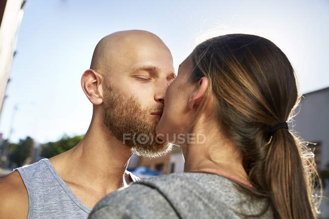 Close-up of Kissing young couple outdoors — Stock Photo