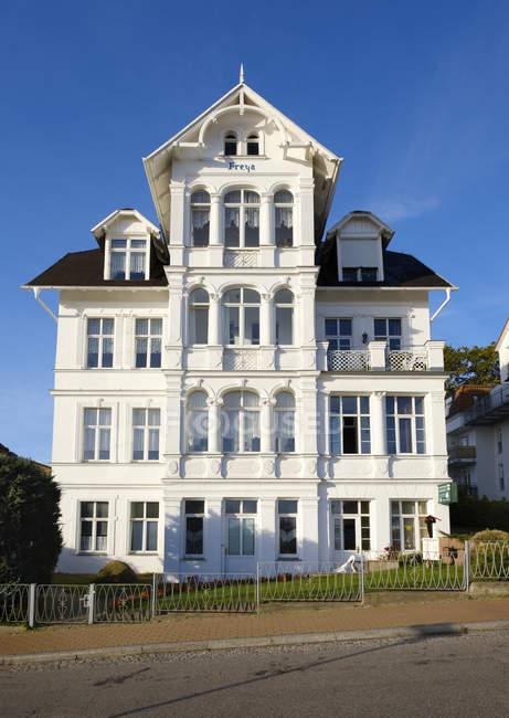 Vista della vecchia casa di località balneare baltica, Germania — Foto stock